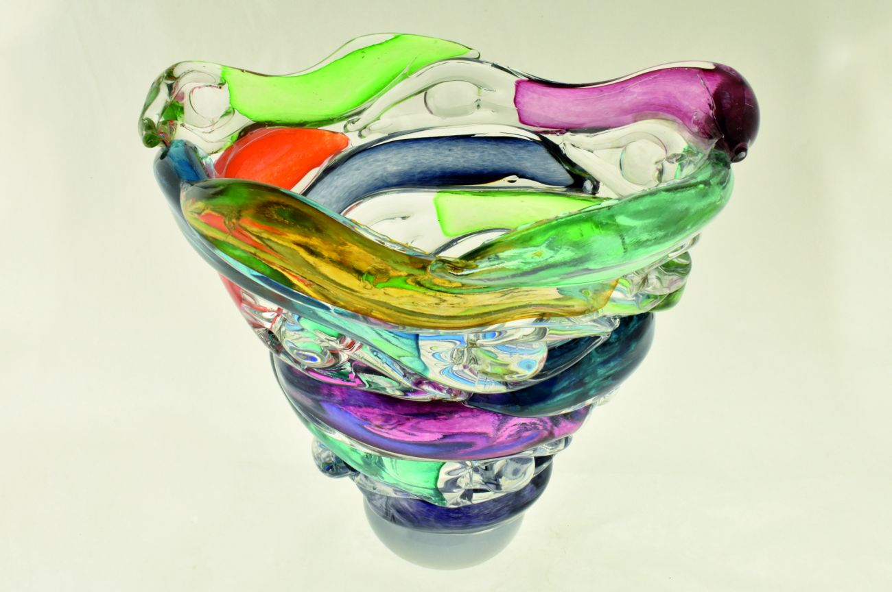 Tall figure bowl in multicolours